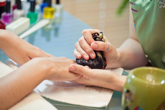 Manicure japoński w praktyce