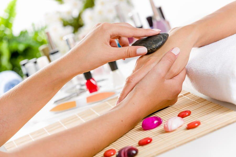 Japoński manicure z masażem dłoni