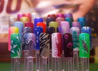 Kolorowe sztuczne paznokcie