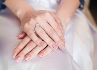 Piękne paznokcie na ślubne są ozdobą każdej panny młodej